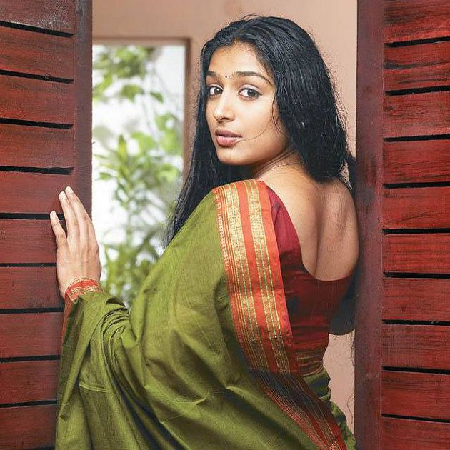 Sexy indian house wife photos