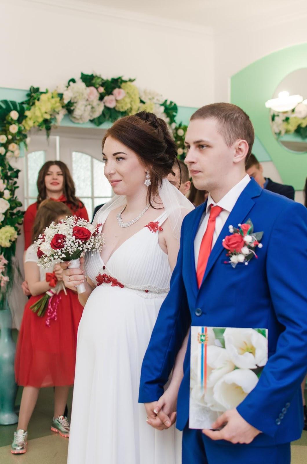 Блондинки скрытая камера под платьем на свадьбе получить классный