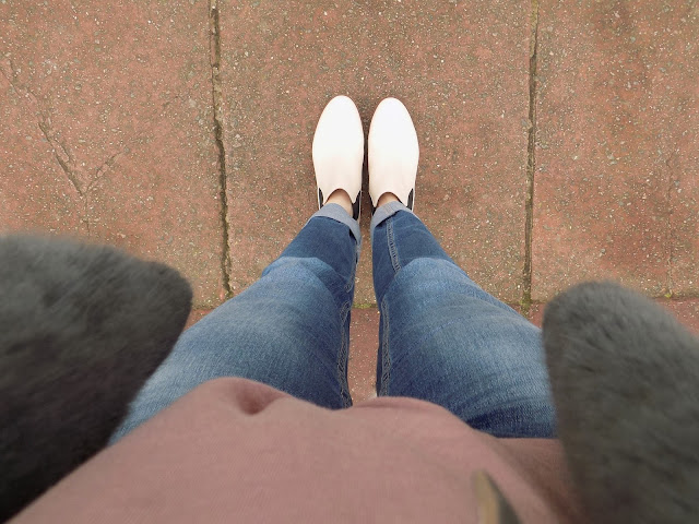 Boyfriend jeans and Chelsea Boots