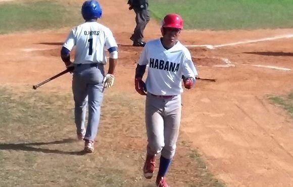 Víctor Mesa Jr., refuerzo matancero de La Habana en el Sub-18 confesó que le gustaría jugar en el mismo equipo junto a su hermano y dirigido por su papá.