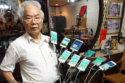 Kakek 70 Tahun Gunakan 11 Ponsel untuk Berburu Pokemon