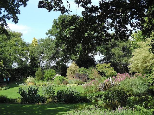 współczesny ogród angielski
