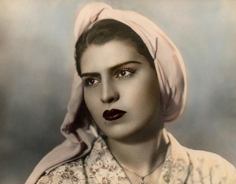 658b298491f74 ... حيث قطنها العرب والأكراد والأتراك والأرمن، وتنوعت الطوائف الدينية فيها  ما بين مسلمين ومسيحيين بالإضافة إلى أقلية يهودية هجرت المدينة في العقود  اللاحقة.
