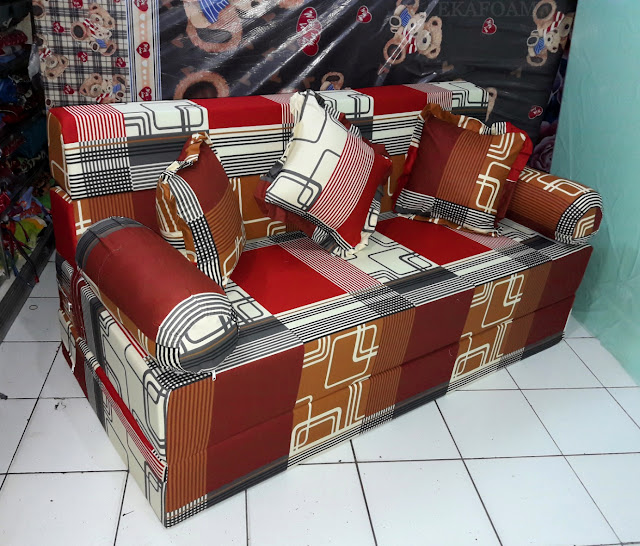 Sofa bed inoac motif abstrak sirkuit coklat