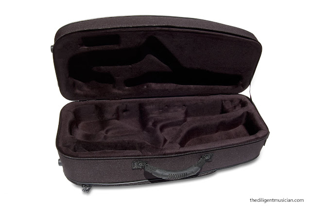 interior view of the SeleS Axos Alto Saxophone Case