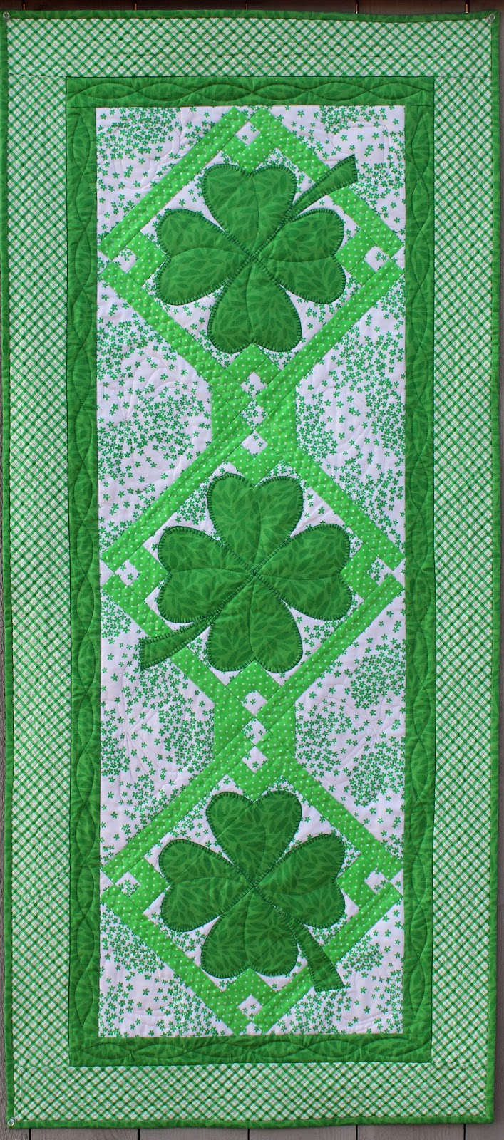 Lucky Shamrocks Table Runner & Placemats Pattern