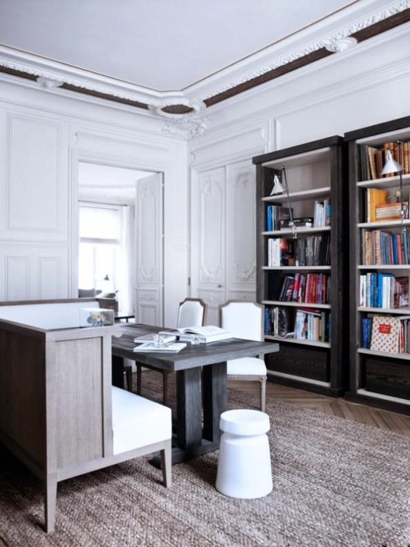 librerira y mesa de madera contemporaneas con sillas formato clasico chicanddeco