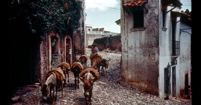 Wonderful Color Photos That Capture Everyday Life in Mexico in the 1950s