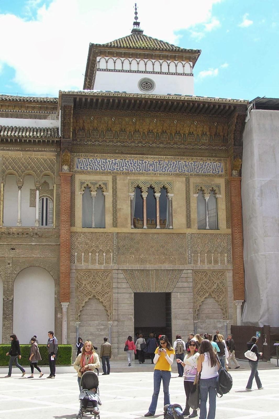 Portada del Palacio de Pedro I, en el Patio de la Montería.