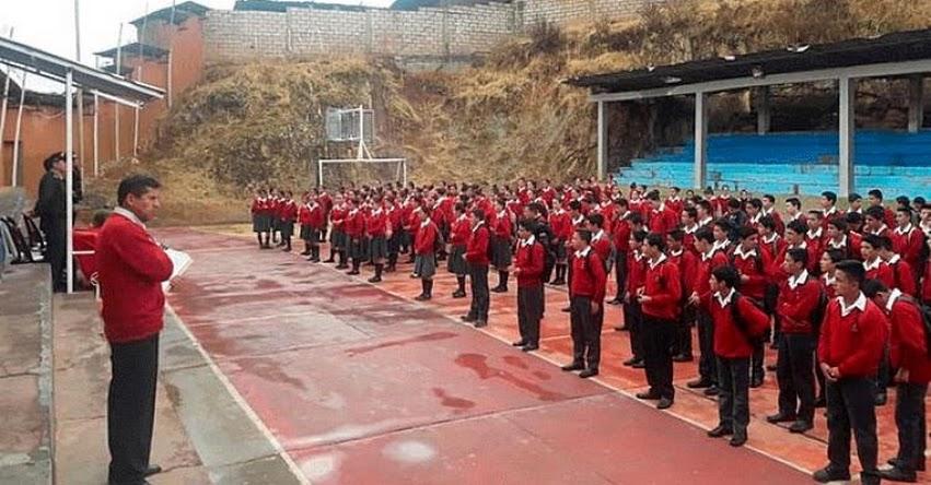 PNP: Policía desarrolla charlas en Colegios de Cajamarca sobre el no consumo de bebidas alcohólicas