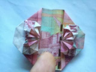 membuat uang berbentuk love