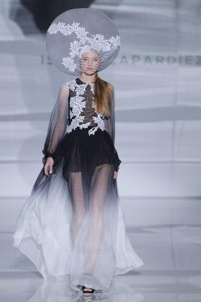 Outfits de vestidos de novias | Colección Isabel Zapardiez
