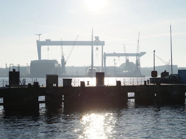 Silhouette Kiel HDW Kräne Kiellinie
