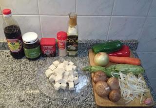 Wok de verduras y tofu marinado