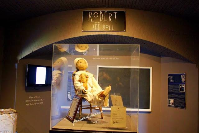 Boneka Robert, Boneka Mengerikan Yang Memiliki Kutukan!