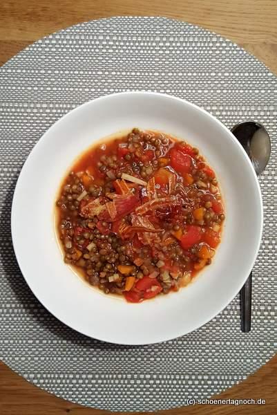 Linsen-Eintopf mit Tomaten und Speck