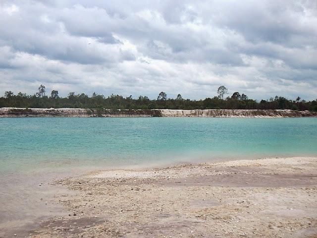 Keindahan Wisata Danau Biru di Kabupaten Hulu Sungai Utara yang Eksotis