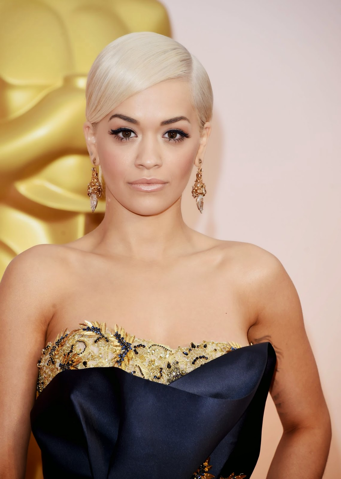 Rita Ora Fashion Shoot Photos: Rita Ora Wears A Marchesa Corset Gown To The 2015 Oscars