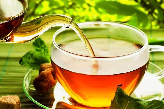 Garmiyo main chai peena sehat ke liye theek hai