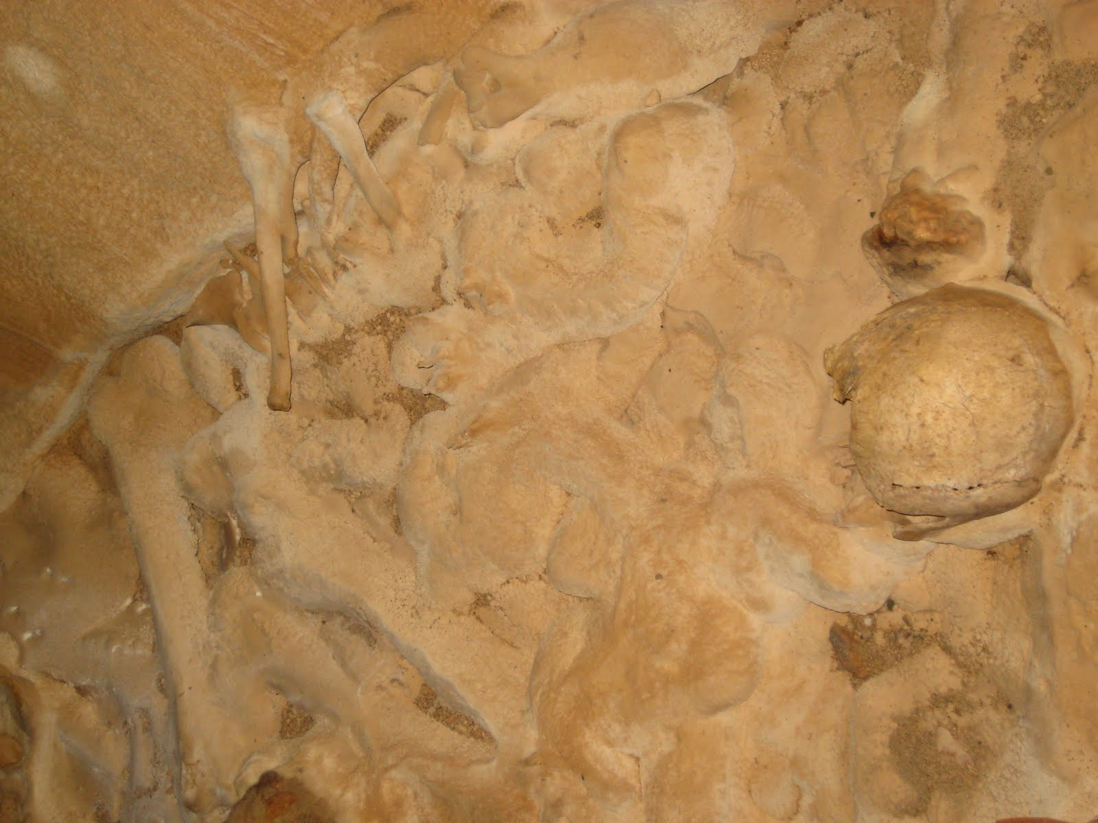 Uma descida ao inframundo na GRUTA MAIA Actun Tunichil Muknal (ATM)   Belize