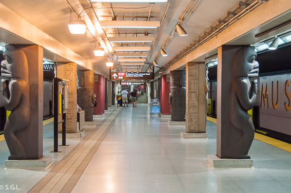 Parada metro Royal Ontario Museum Toronto