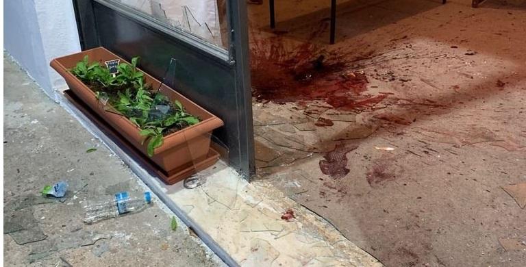 Tρομοκρατική επίθεση στη Γλυφάδα στα γραφεία του υπ. Δημάρχου Τ.Γκουριώτη: Στρατηγός τρέπει σε φυγή κουκουλοφόρους
