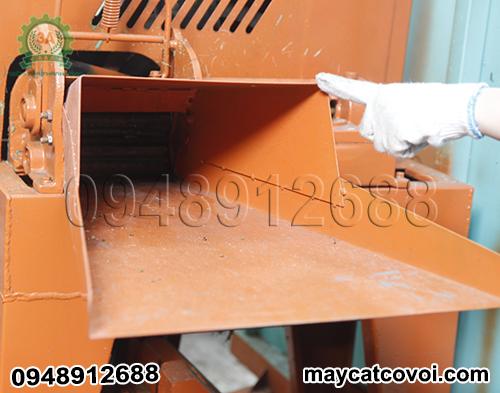 Cửa nạp nguyên liệu của Máy băm cỏ di động 3A