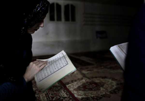 Hukum Bacaan Idhar Wajib Beserta Contoh Lengkap