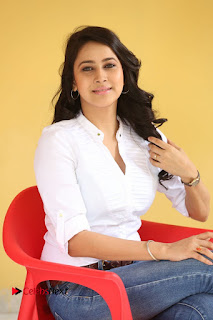 Actress Panchi Bora Pictures in Jeans at Evaru Movie Interview  0173.JPG