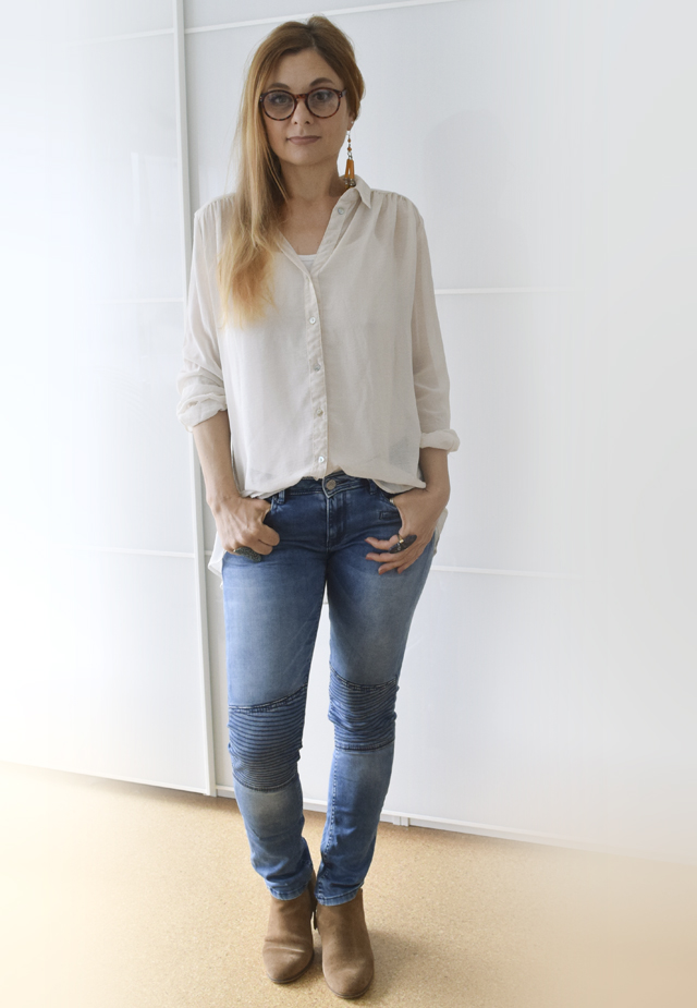 Helle Bluse zu skinny Jeans mit Sommer Booties