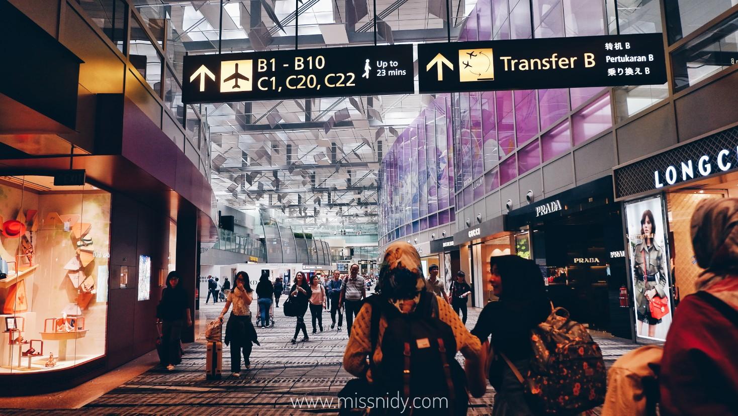 transit di singapore naik singapore airlines