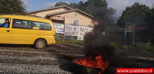 """Puerto Octay: Apoderados se toman escuela """"La Pellinada"""""""