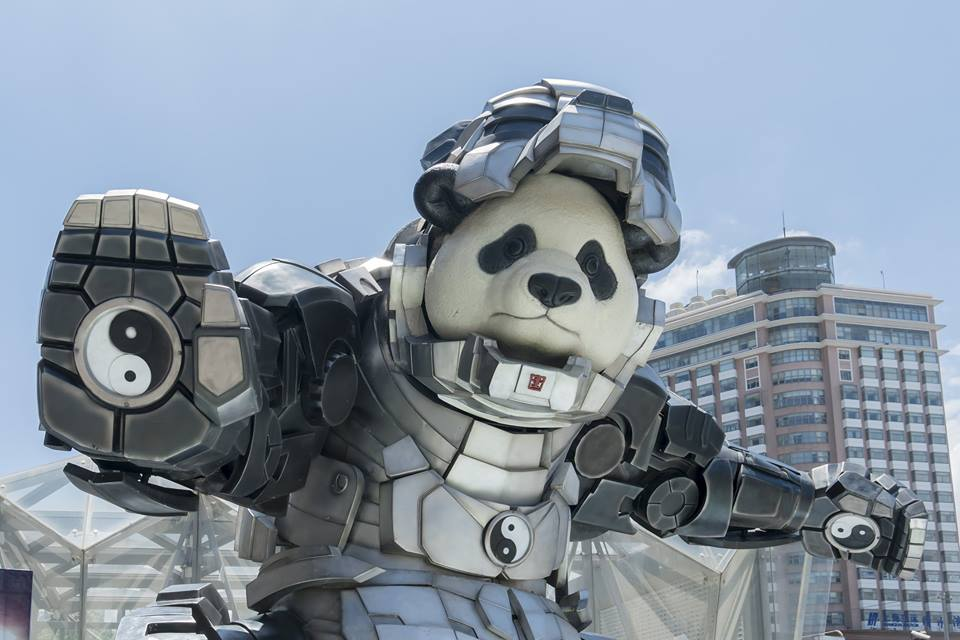'Iron panda' shows his Tai Chi moves in Shanghai, entertainment news