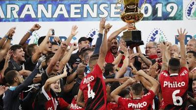 Depois de placar de 1 a 0 no tempor normal, o Athletico é bicampeão (Foto: Jonathan Campos/Gazeta do Povo)