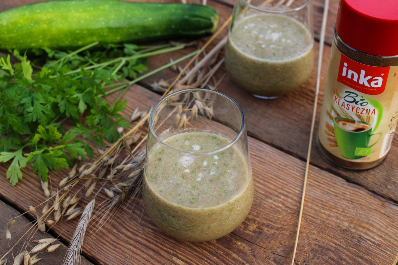 Koktajl zdrowia ze zbóż i z zielonych warzyw.