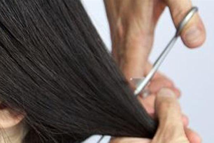 Ironis !!! Orangtua Siswa Melepas Paksa Jilbab Ibu Guru ini dan Langsung Memotong Rambutnya