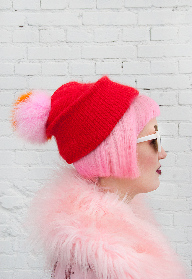 blogger look, pink hair, pompom hat
