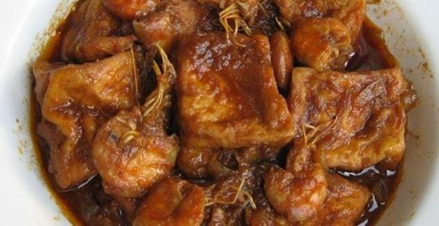 Tahu memang materi masakan yang sanggup di olah menjadi aneka jenis masakan enak Resep Membuat Semur Tahu Sederhana Yang Enak