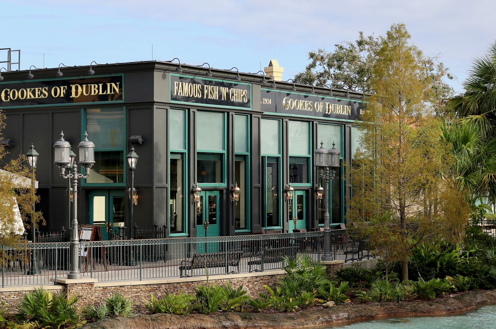 Disney-Springs-Cooks-of-Dublin-fish-and-chips-Orlando-Florida