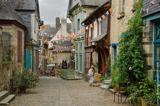 Vitré pueblos bonitos Bretaña Francia viaje medieval