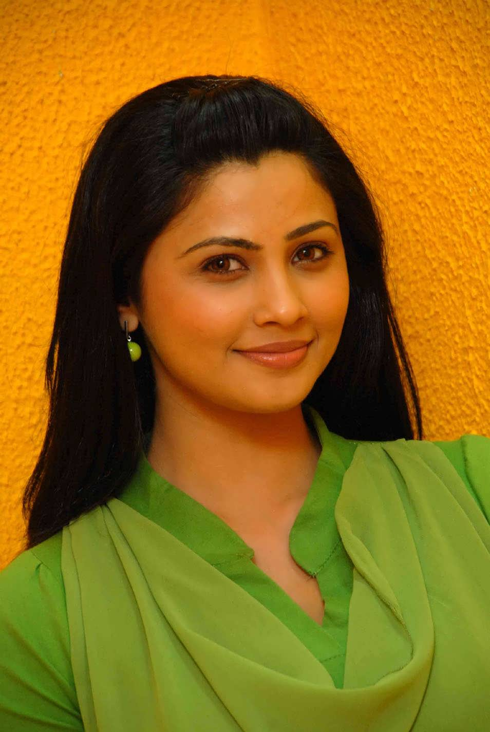 Anushka Shetty Cute Wallpapers Disha Shah Cute Photoshoot Tollywood Stars
