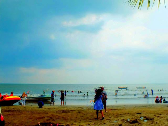 Pantai Anyer Itu Indah, Sayang Terkadang Tidak Bisa Dinikmati