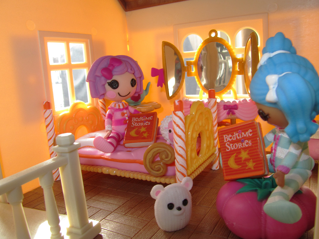 In the Bedroom Lalaloopsy bedroom set  Doll Epic Miniature Monday 34 Calico  Critters Luxury Townhome. Lalaloopsy Bedroom Set