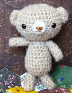 http://teddybearswednesday.blogspot.ca/2010/01/free-amigurumi-bear-pattern.html