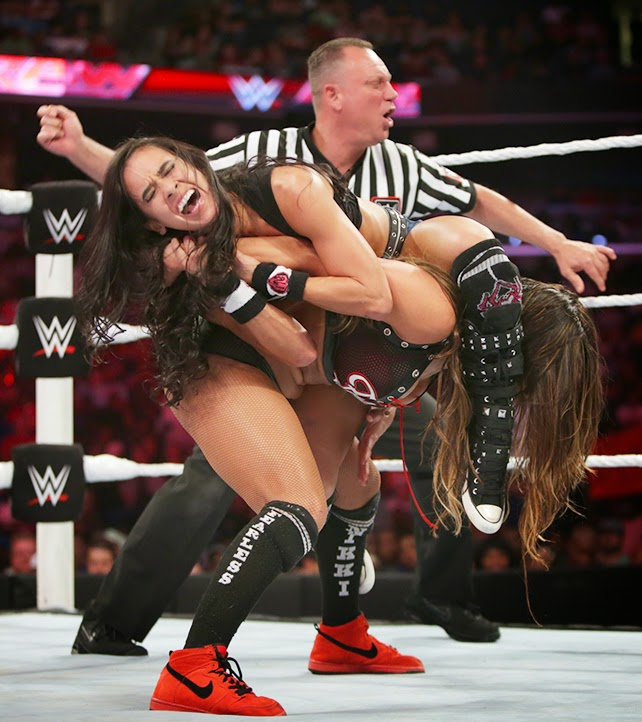 AJ vs. Nikki Bella - WWE Monday Night Raw