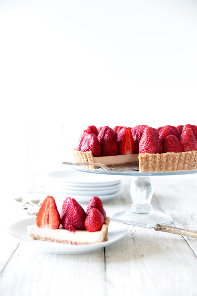 Raw Strawberry Tart with White Chocolate Cream - Swoon Food
