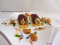 Datiles rellenos de crema de foie  y boletus