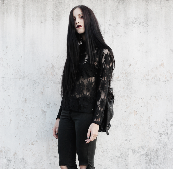 outfits, lace, shirt, ripped, jeans, black, metisu, fashion, blogger, lune, nocturne, grunge, gothic