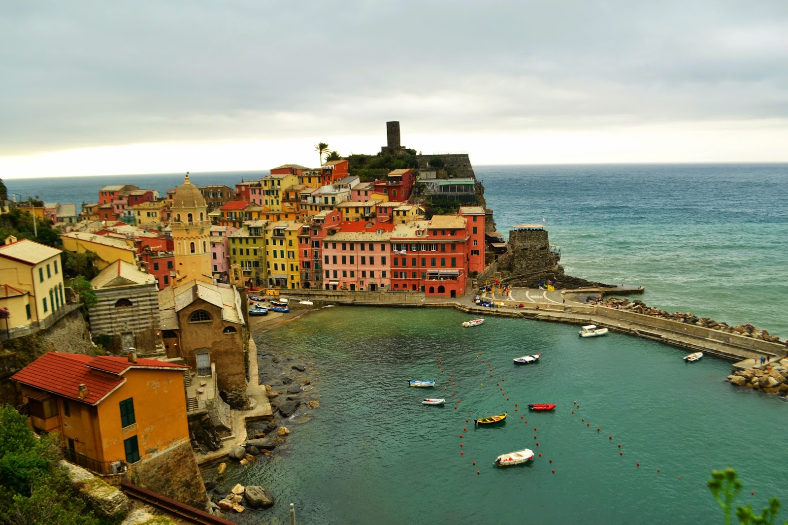 Cinque terre, monterrosso, Vernazza, colourful houses