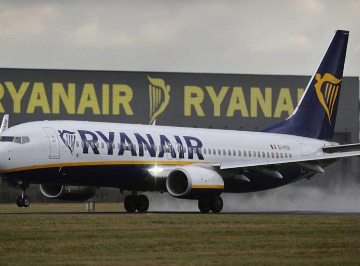 إخلاء طائرة واعتقال 6 ركاب بسبب مزحة